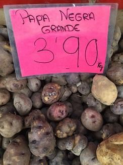 Papa negra a 3,90 euros el kilo en el mercado de Tenerife en mayo de 2015