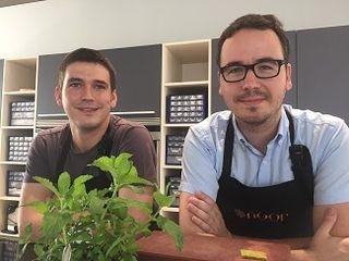 Paco Morales y su ayudante Pepe Corral en el espacio creativo de Noor, futuro restaurante