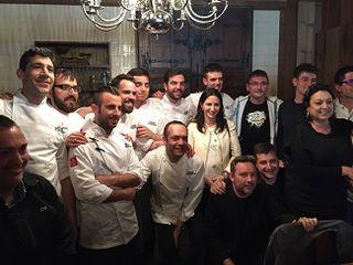 La brigada de los cocineros del restaurante José Pizarro, junto con los invitados en el almuerzo previo a la gala