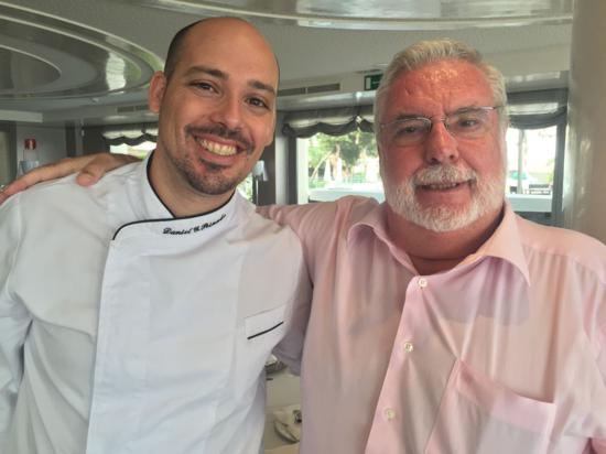 El chef Daniel G Peinado y el doctor Amérigo, complices en la doble aventura gastronómica y medicinal de ciertos AOVE_