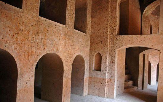 Corredores del bhulbhulayah del Bara Imambara en Lucknoww (India).  Wikimedia