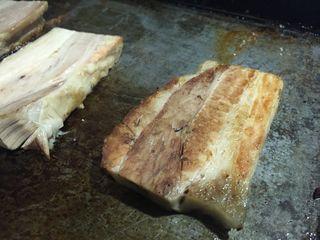 La panceta de Chuka Ramen recibe un largo tratamiento muy especial para que resulte tierna y sin grasa