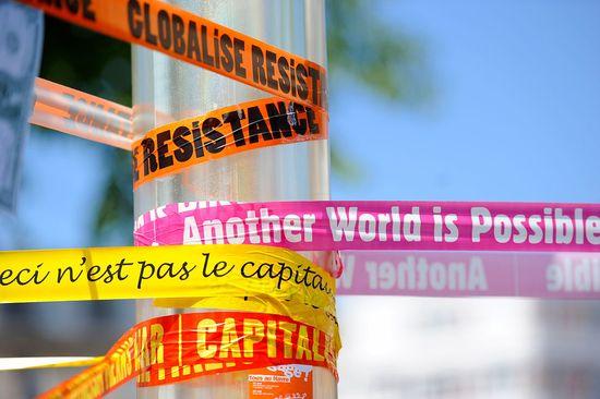 1200px-Manifestation_anti-G8_au_Havre_-_21_mai_2011_-_025_v1