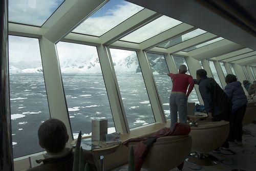Una cena en la cubierta restaurante del Fram por la Antártida