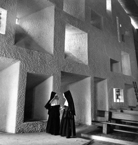 Dos monjas hablan de arquitectura