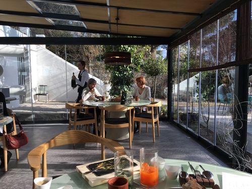 Comedor del restaurante El Invernadero de Rodrigo de la Calle en Collado Mediano (Madrid)