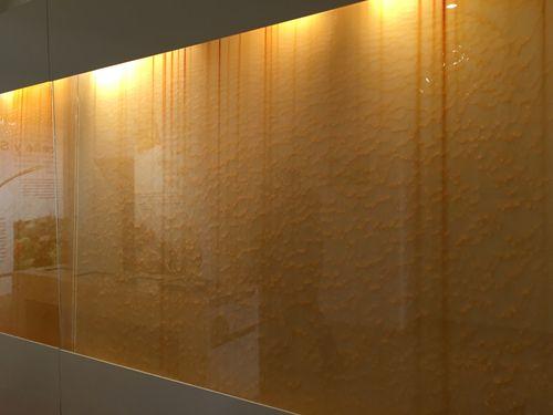 Cascada del aceite de oliva en una de las paredes del museo de Segorbe
