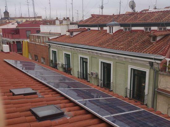 Instalación fotovoltaica en un tejado del barrio de Lavapiés (c) Cristina Sierra