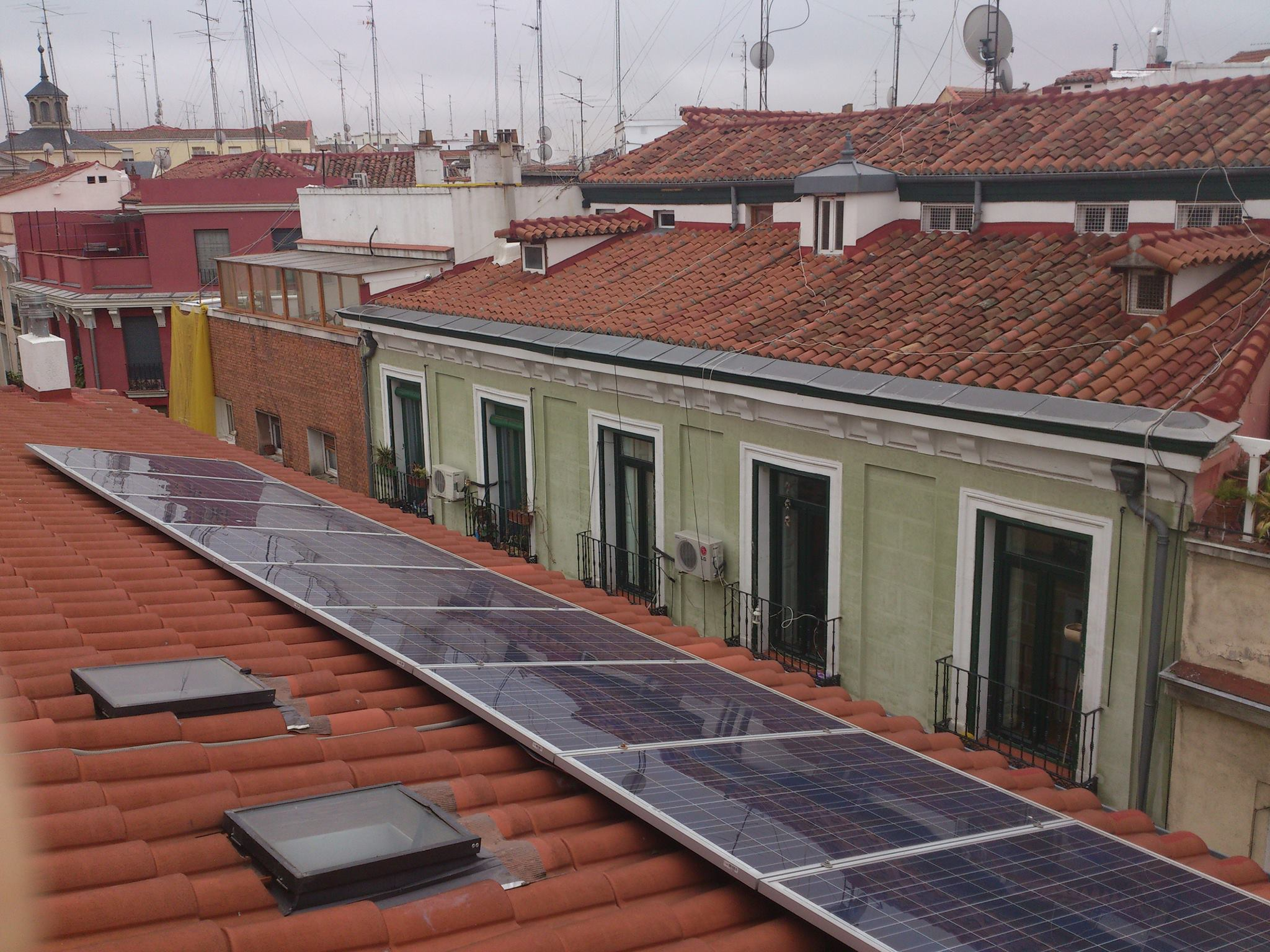 Lavapi s solar energ a limpia para todo un barrio alterconsumismo blogs el pa s - Energia solar madrid ...