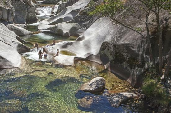 La Garganta de los Infiernos, en Cáceres. Los piliones del río Jerte son uno de los atractivos veraniegos del valle.  Andrés Campos