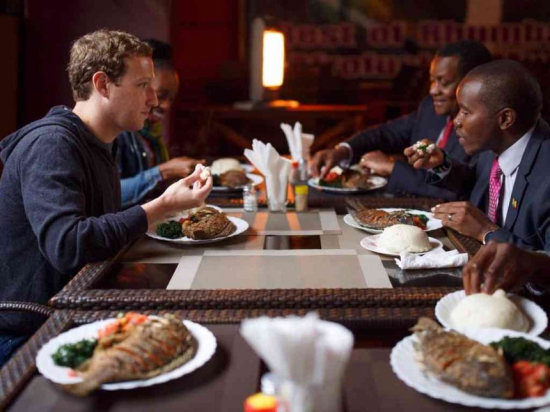 Mark zuckerberg con Joe Mucheru en The Star