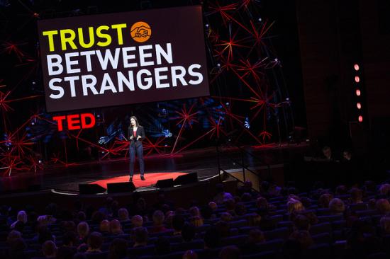 Confianza entre extraños