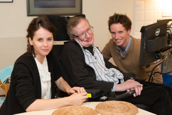 Felicity Jones, Stephen Hawking y Eddie Redmayne.