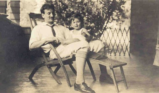Mumford con su hijo Geddes