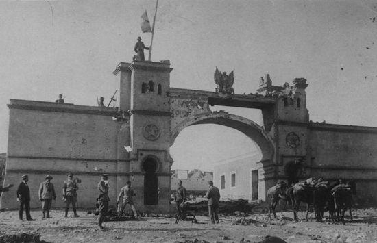 Arco de entrada de Monte Arruit