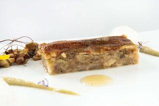 Manitas de cordero deshuesadas, anguila caramelizada y cítricos con mohos Joselito. Restaurante Álbora