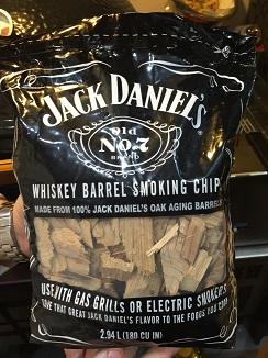 Astillas de barricas de whisky Jack Daniel´s con las que se alimenta el kamado