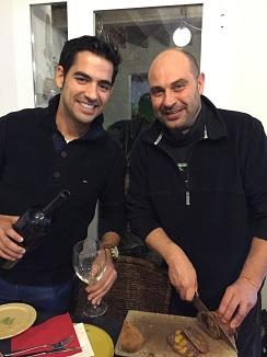 El cocinero Andreu Genestra junto con Xesc Reina