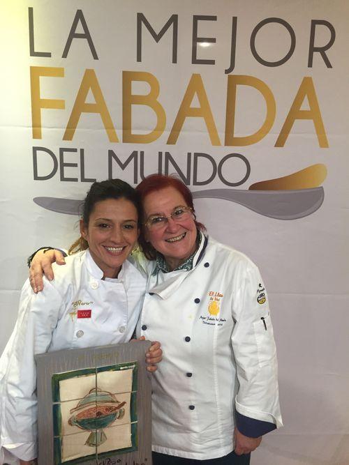 Vanesa Caso de El Ñeru ganadora, junto a Elvira Fernandez