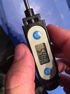 Térmómetro para medir la temperatura interior de las croquetas de la Taberna Arzabal