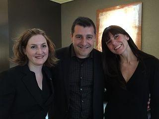 Pitu Roca con Odri y María, sumiller y jefa de sala del restaurante RocaMoo