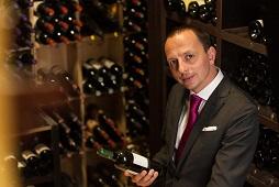 Enrico Bernardo en su bodega de Il vino