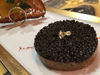 Tartar de salmón con caviar