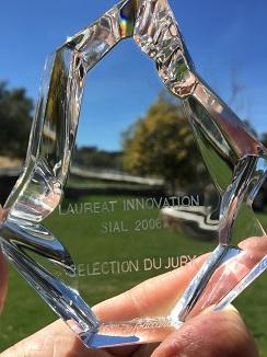 Trofeo que recibió en Francia en 2006