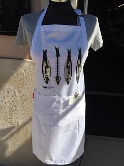 Delantal de cocina con sardinas estampadas