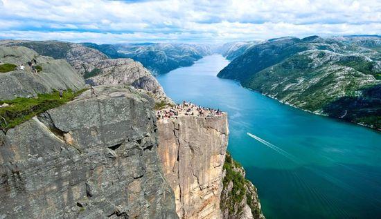 El púlpito, como se conoce a la roca que se asoma al fiordo de Lysefjord, en Stavanger -  VISIT NORWAY