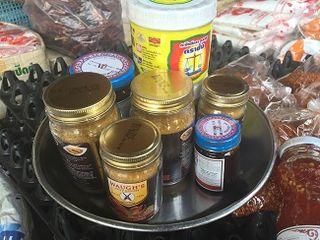 Tarros con salsas tailandesas