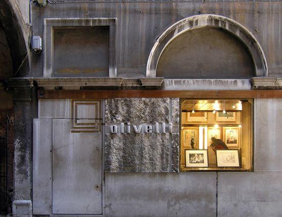 Olivetti-Showroom-by-Carlo-Scarpa-Venice