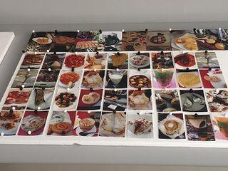 Panel con fotografíaS de pruebas de las futuras recetas que se servirán en Noor