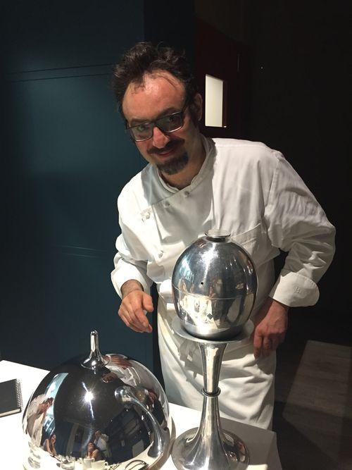 Paolo Lopriore con sus cacharros de mesa de diseño propio