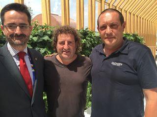 De izquierda a derecha, Cándido Creis, vice comisario del Pabellón, Iñaki Lp Viñaspre y José María Ferraz