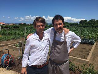 Santiago Pérez y Javier Olleros en los bajos del restaurante Culler de Pau