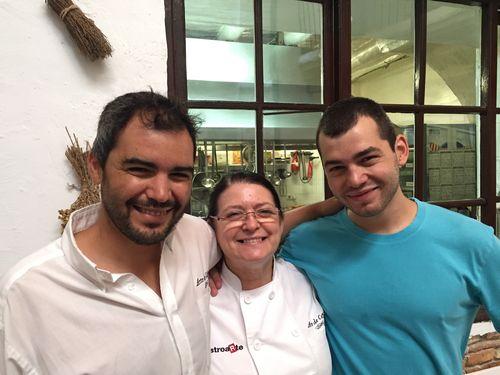 Charo Carmona con sus hijos Francisco y Luis