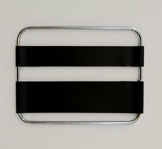 10. TUB Gallery Miami. Hisae Ikenaga. Tubular piel negra, 2015