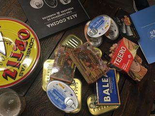 Bodegón de latas pertenecientes a Anfaco