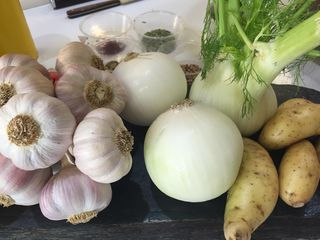 Ingredientes vegetales del cioppino.