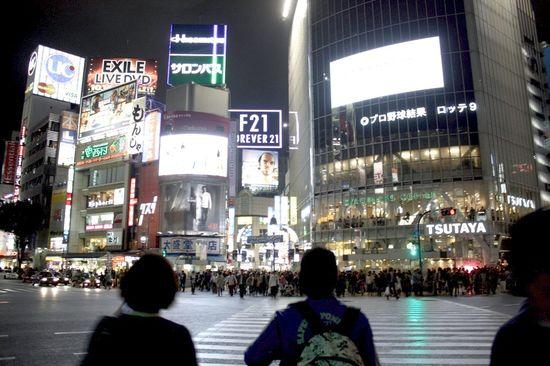 Uno de los semáforos del cruce de Shibuya, Tokio.   ISIDORO MERINO