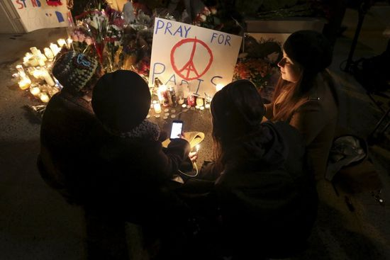 Paris_CarloAllegri_Reuters