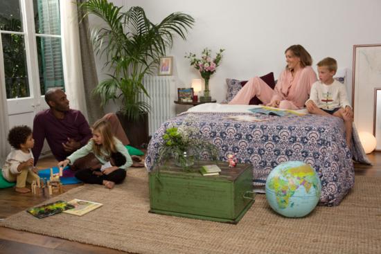 Cojines, sets de fundas nórdicas, mantas de lana, toallas de algodón orgánico, pijamas y ropa orgánica para estar cómodos y cómodas en casa. © Grego López