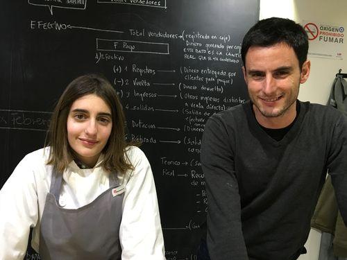 Clara Díez y Rubén Valbuena en el taller de la Quesería Conde Duque