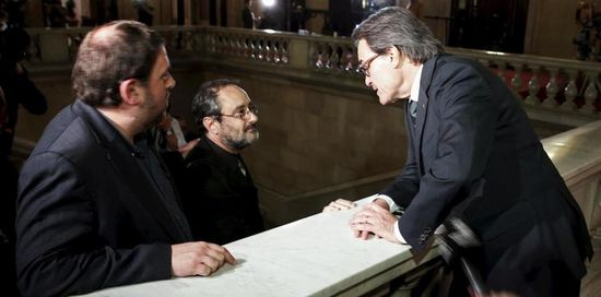 Catalan-acting-president-artur-mas-erc-s-leader-oriol-junqueras-and-cup-s-leader-antonio-banos-speak-after-the-election-session-for-the-new-president-at-catalunya-s-parliament-in-barcelona