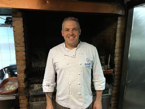 Carlos Sanllehy en las cocinas del restaurante Eth Restilhe