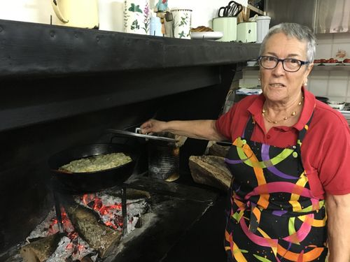 ÁNGELA AUNÓS DESTAPA SU PEROL