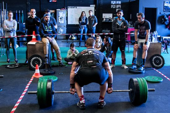 Rob Martin Squat Cleans with an audience.  Photo Credit Vicki McLeod Phoenix Media  (11)