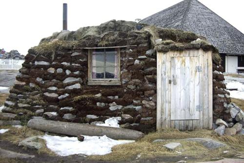 Turf-Hut