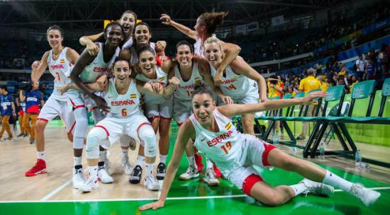Jjoo600-rio-de-janeiro-brasil-18-08-2016-jugadoras-del-equipo-olimpico-de-baloncesto-de-espana-celebran-su-victoria-ante-serbia-hoy-jueves-18-de-agosto-de-2016-durante-un-partido-de-las-semifinales-de-baloncesto-femenino-de-los-juegos-olimpicos-rio-2